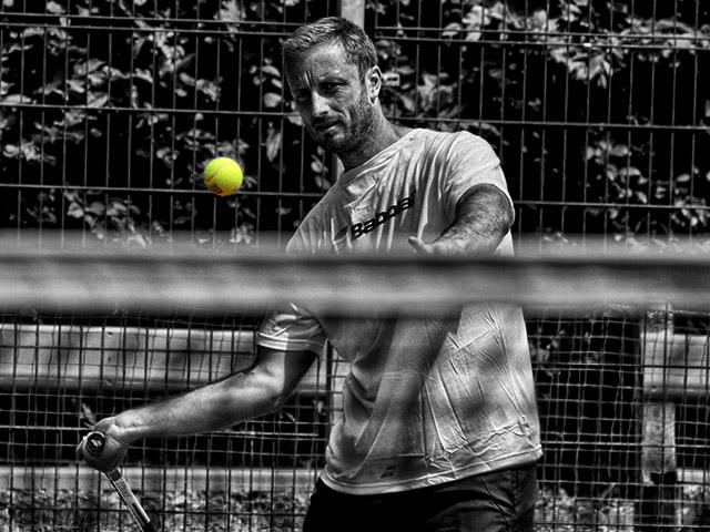 https://www.tkslaviaplzen.cz/wp-content/uploads/2018/07/tenisovy_trener.jpg